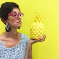 Marianna con un ananas